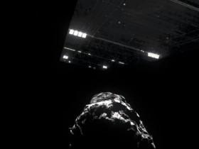 由罗塞塔号拍摄40万张67P彗星照片合成制作的视频短片