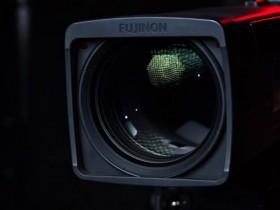 这部视频说明了为什么电视摄像机依然非常庞大且昂贵?