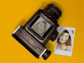 这款全新即时胶卷后背允许在哈苏胶片相机上拍摄Instax胶片!