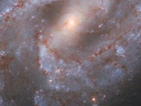 NASA发布由哈勃望远镜拍摄出的深空超新星图像