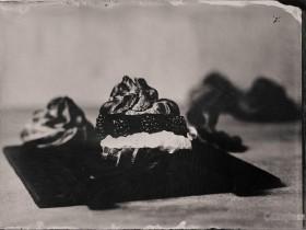 使用170年历史的湿版摄影法拍摄出的食物将会呈现出怎样的效果?