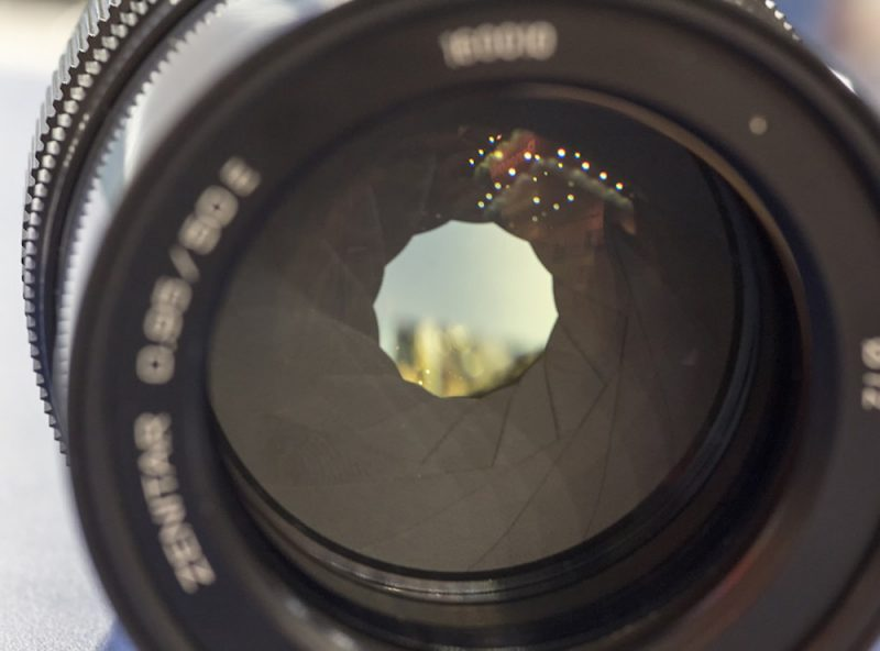泽尼特50mm f/0.95全幅无反镜头将于3月15日发布