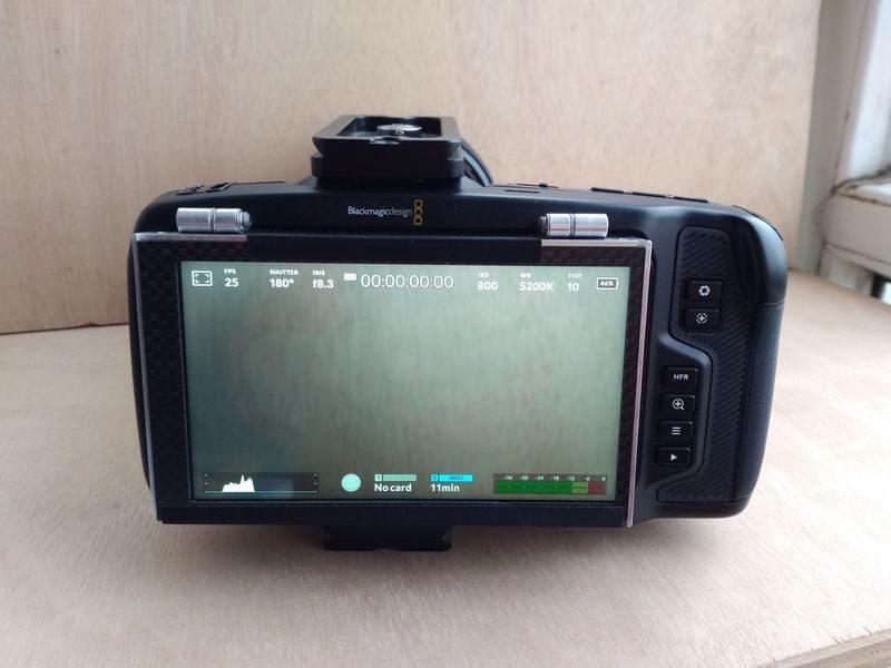在Blackmagic Pocket Cinema 4K相机上安装翻转式LCD屏