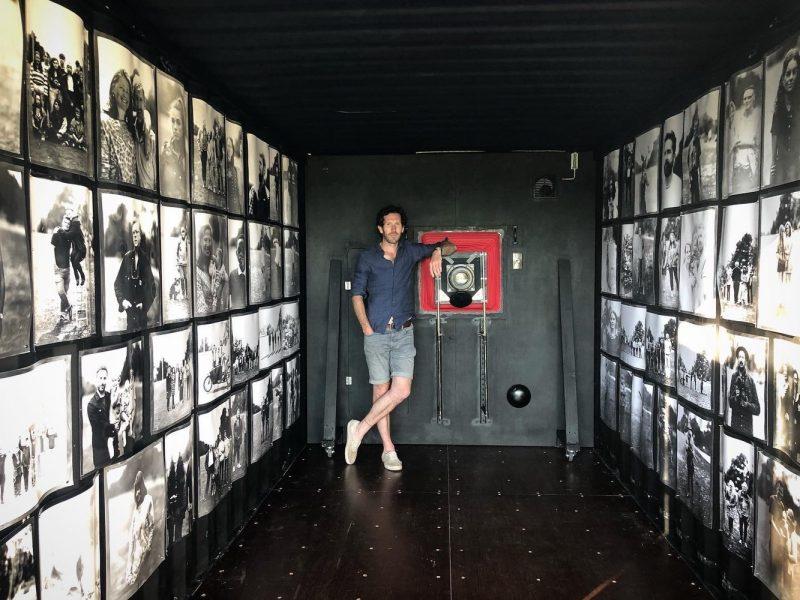 摄影师竟然将一个集装箱改制成相机和暗房?!