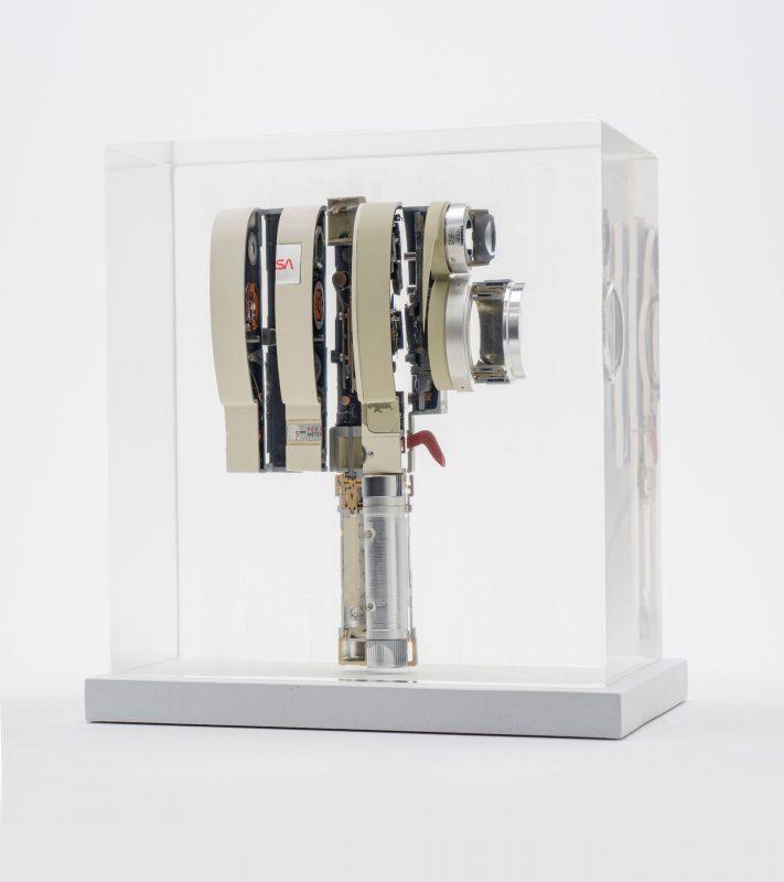 摄影师将机械相机切割后变成令人震惊的艺术雕塑品!