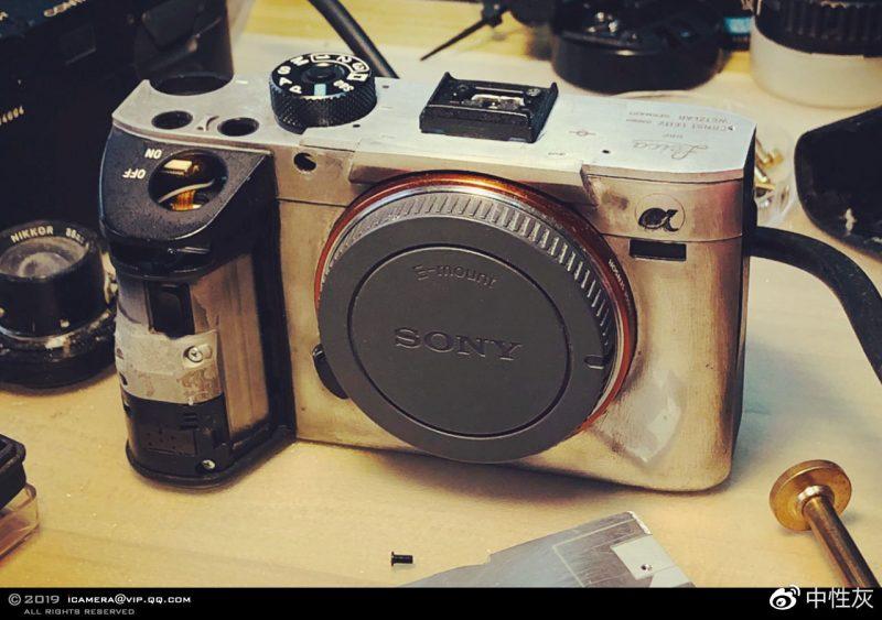"DIY:将一部索尼A7R III相机改装成""徕卡Q2""相机!"