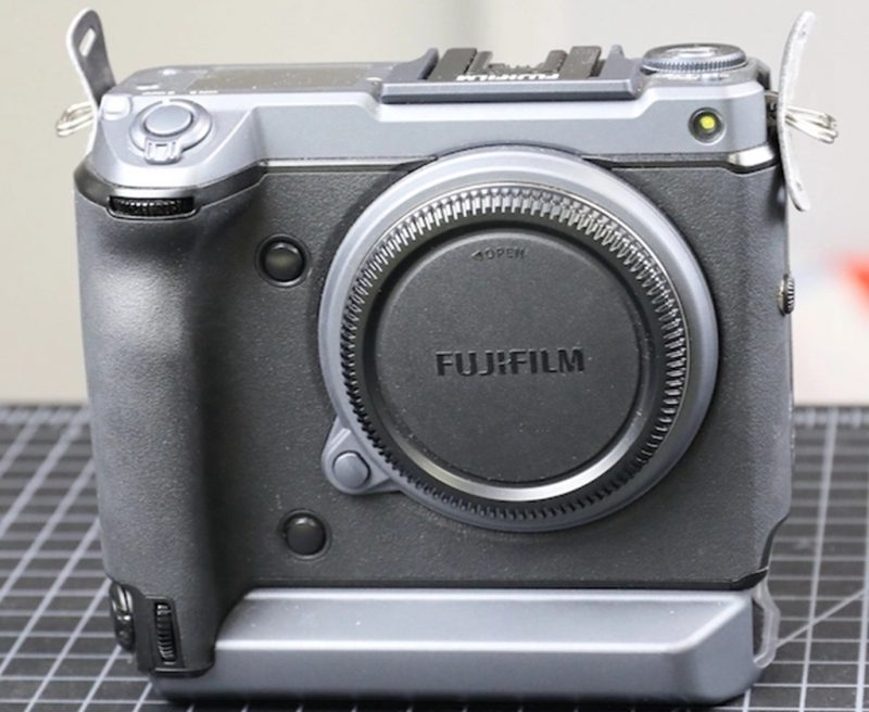 """拆解""""溺水""""的富士GFX 100相机"""