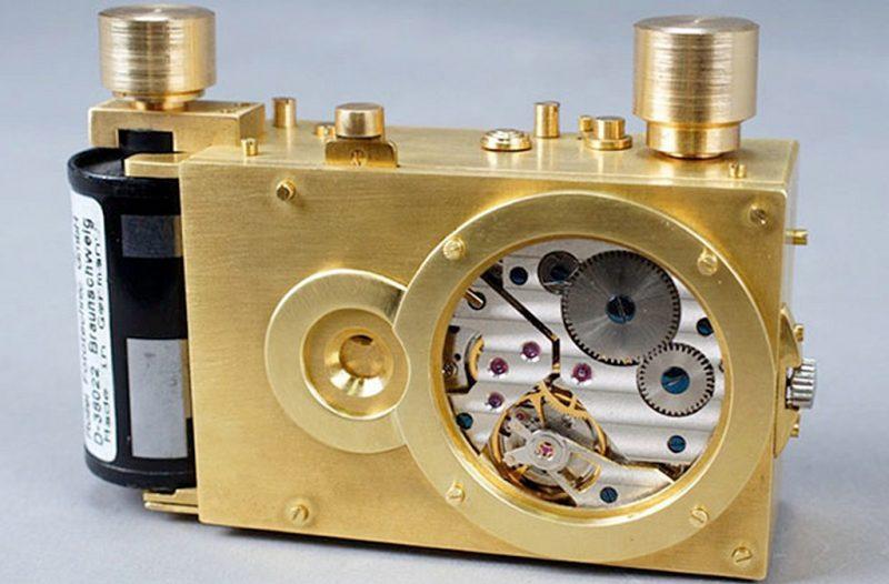 """""""心跳"""":一款内置手表机芯的针孔相机"""