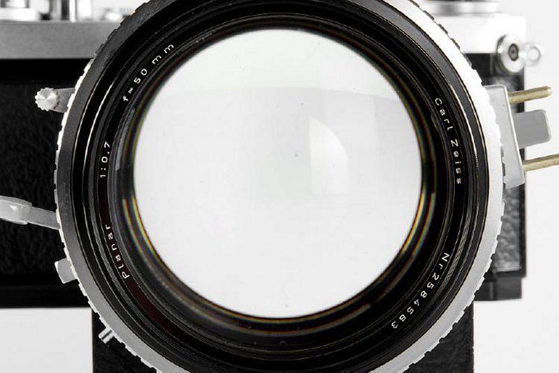 这只罕见且具有收藏价值的蔡司Planar 50mm F0.7镜头拍卖售价预计高达95万元!